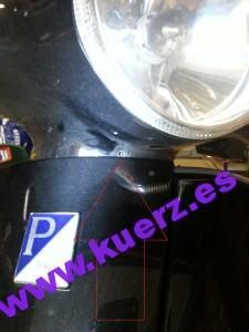Schraube der Lenkerverkleidung Vespa LX unterhalb des Scheinwerfers